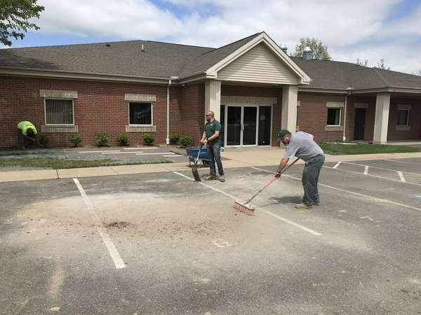 Employees from Rice's working on curb appeal at Meals on Wheels